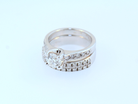 Diamond engagement ring - 19K white gold set with round brilliant cut diamonds