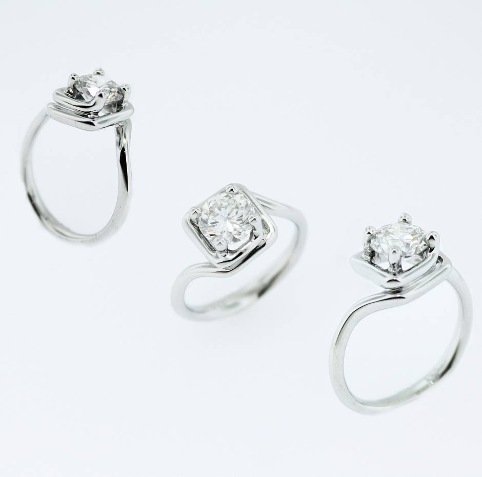 Contemporary round brilliant engagement - 19k white gold engagement ring with a round brilliant solitaire diamond