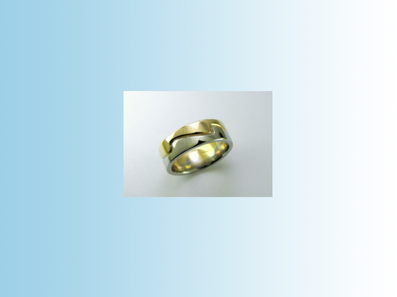 Wave band GWB015 - Two toned flat band with a wave motif. 10K yellow and white gold.