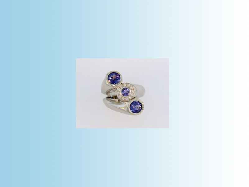 Tanzanite ring WLB003 - Two larger Tanzanites and a smaller one surrounded by diamonds. Set in 14K white gold.