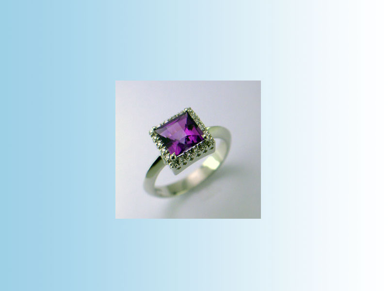 Purple Sapphire CRR004 - A princess cut purple sapphire set in a diamond halo ring. 14K white gold.